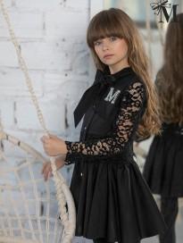 Wyjątkowa sukienka z pięknymi koronkowymi wstawkami - efektownie wiązana z tyłu