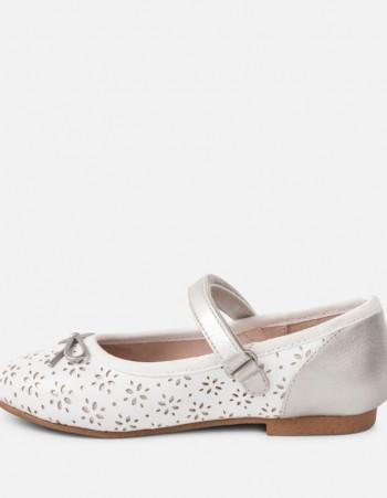 Ażurowe buciki dla dziewczynki
